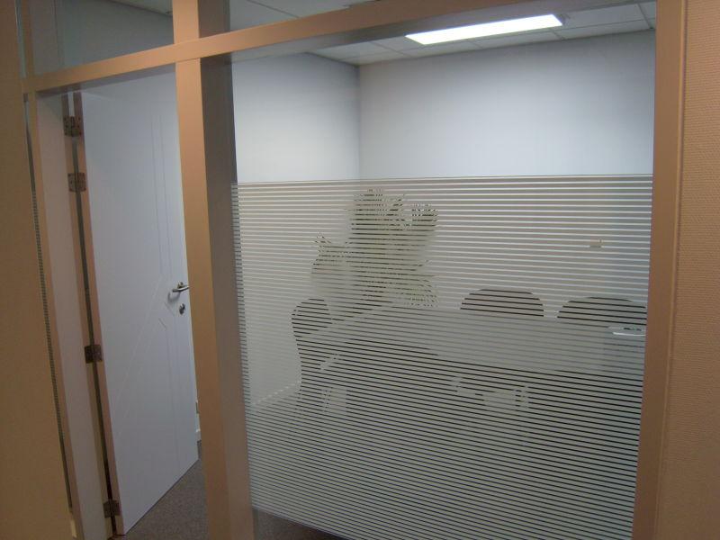 Decorfolie decoratieve glasfolie witte lijnen stroken folie media noord - Kantoor lijnen ...