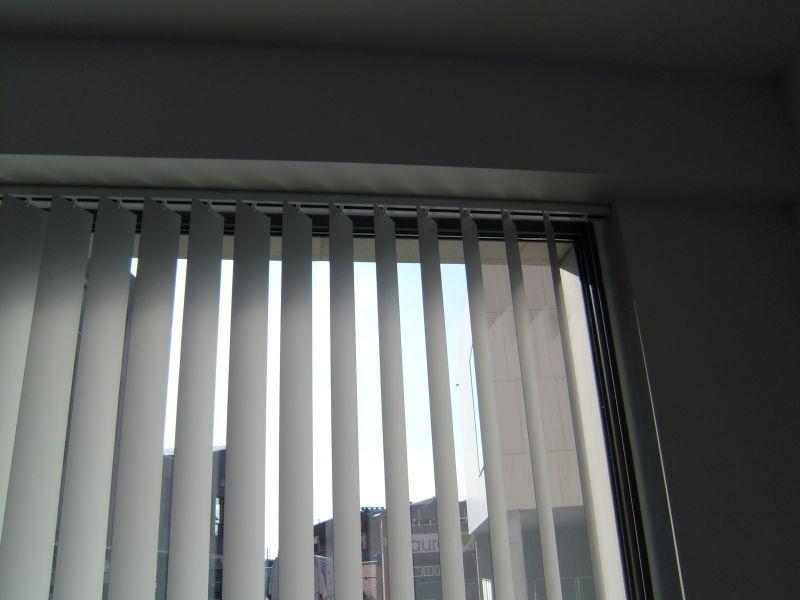 Plaatsing installatie pvc kunststof lamellen gordijnen for Warmtewerende gordijnen