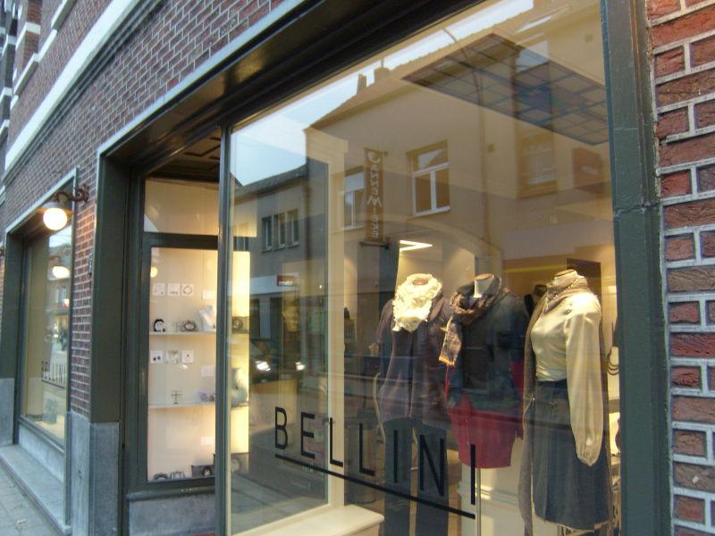 Uv werende blokkerende reducerende raamfolie etalage kleding media noord - Winkel mellow geel ...