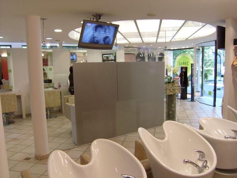 Wegwerken achterkant spiegel bij kapsalon sank in schilde media noord - Zorgen voor een grote spiegel aan de wand ...